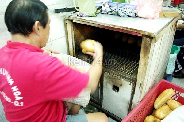 Có gì trong ổ bánh mì giá bằng một tô phở? 11