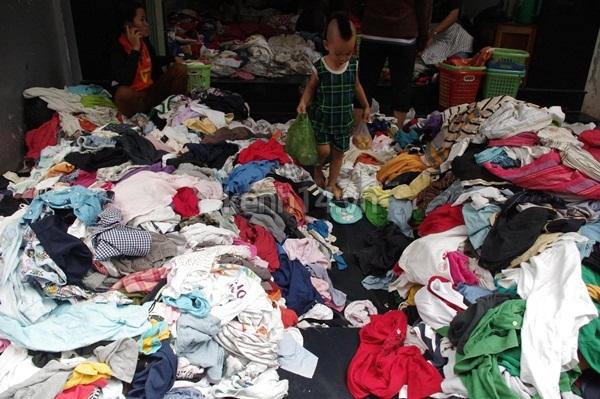 Hàng rẻ gây shock tại chợ hàng thùng Sài thành 12