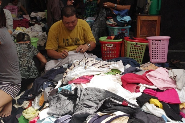 Hàng rẻ gây shock tại chợ hàng thùng Sài thành 15