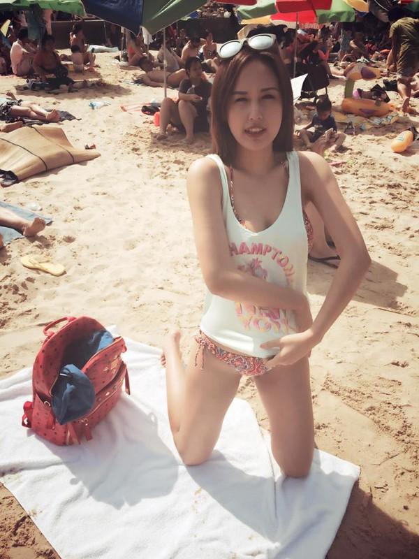 Mai Phương Thúy nóng bỏng cởi áo trên biển Hồng Kông, MAI PHUONG THUY sexy  bikini