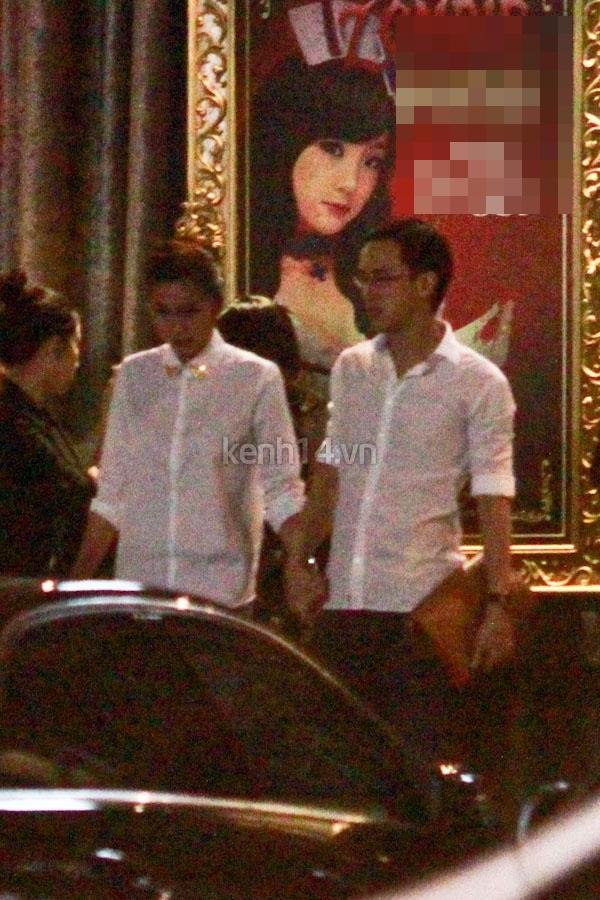 Vợ chồng Hà Tăng tay trong tay đi chơi đêm 2