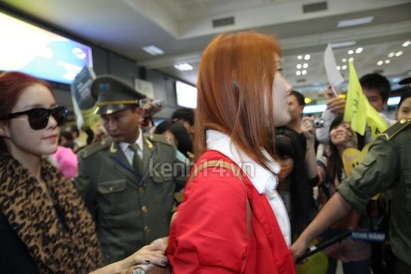 T-Ara rạng rỡ xuất hiện tại Hà Nội giữa vòng vây của fan 7