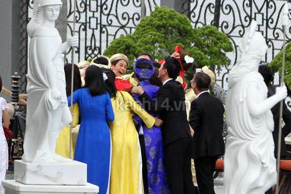 """Ảnh và clip độc: Bạn bè """"tung hứng"""" vợ chồng Tăng Thanh Hà 5"""