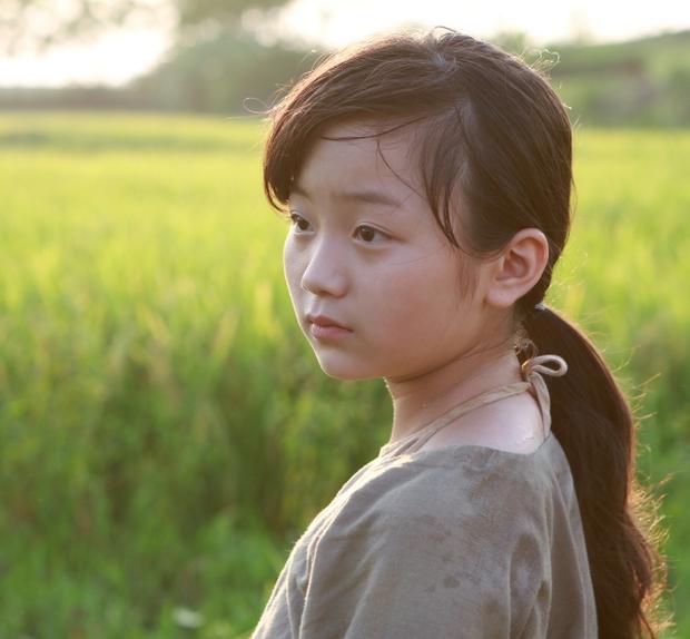 Ngắm vẻ đáng yêu, trong sáng của Cô dâu 10 tuổi Việt Nam - Ảnh 1.