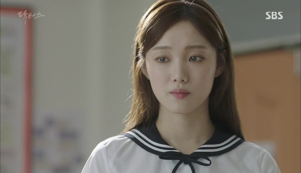 """""""Doctors"""": Lee Sung Kyung phát ghen với Park Shin Hye vì bạn được thầy khen - Ảnh 1."""