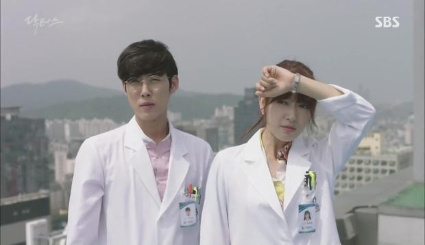 """Có một người sau 13 năm đã tái ngộ Park Shin Hye trong """"Doctors"""" - Ảnh 1."""