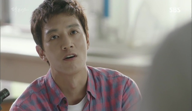 """""""Doctors"""": Lee Sung Kyung phát ghen với Park Shin Hye vì bạn được thầy khen - Ảnh 2."""