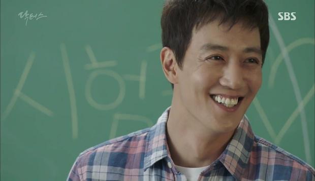 """""""Doctors"""": Lee Sung Kyung phát ghen với Park Shin Hye vì bạn được thầy khen - Ảnh 4."""
