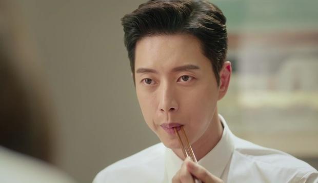 """""""7 First Kisses"""": Soái ca Park Hae Jin bảo vệ cô nhân viên may mắn nhất nước Hàn khỏi tên biến thái - Ảnh 4."""