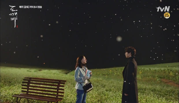 """""""Goblin"""": Không rút được thanh kiếm, Kim Go Eun đành hôn Gong Yoo - Ảnh 3."""