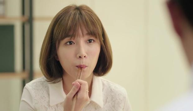 """""""7 First Kisses"""": Soái ca Park Hae Jin bảo vệ cô nhân viên may mắn nhất nước Hàn khỏi tên biến thái - Ảnh 5."""
