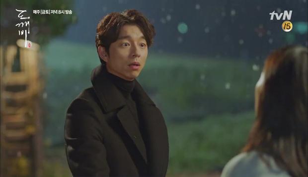"""""""Goblin"""": Không rút được thanh kiếm, Kim Go Eun đành hôn Gong Yoo - Ảnh 7."""