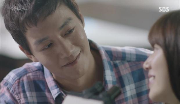 """""""Doctors"""": Lee Sung Kyung phát ghen với Park Shin Hye vì bạn được thầy khen - Ảnh 9."""