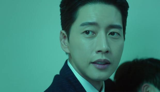 """""""7 First Kisses"""": Soái ca Park Hae Jin bảo vệ cô nhân viên may mắn nhất nước Hàn khỏi tên biến thái - Ảnh 9."""