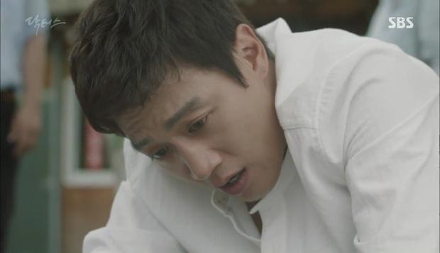 """""""Doctors"""": Lee Sung Kyung phát ghen với Park Shin Hye vì bạn được thầy khen - Ảnh 14."""