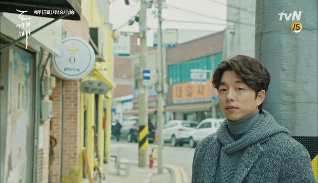 """""""Goblin"""": Không rút được thanh kiếm, Kim Go Eun đành hôn Gong Yoo - Ảnh 14."""