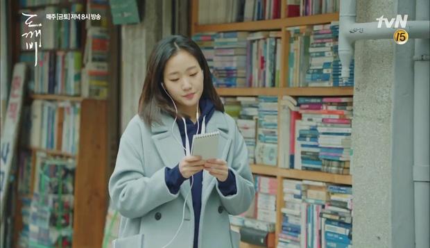 """""""Goblin"""": Không rút được thanh kiếm, Kim Go Eun đành hôn Gong Yoo - Ảnh 15."""