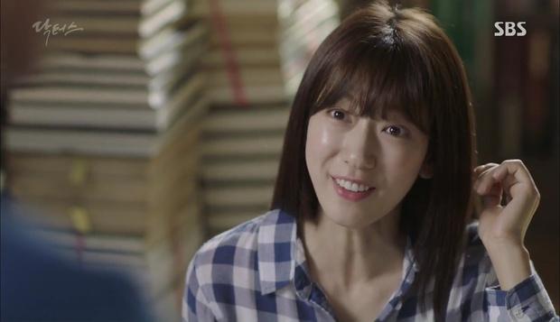 """""""Doctors"""": Lee Sung Kyung phát ghen với Park Shin Hye vì bạn được thầy khen - Ảnh 18."""