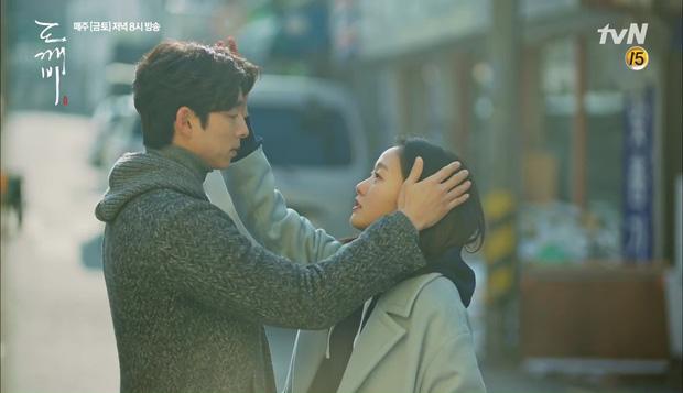 """""""Goblin"""": Không rút được thanh kiếm, Kim Go Eun đành hôn Gong Yoo - Ảnh 19."""