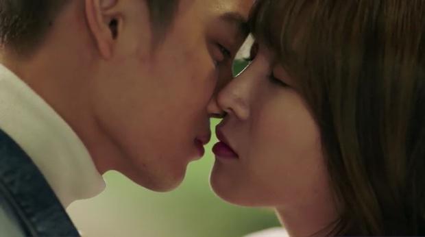 """""""7 First Kisses"""": Kai (EXO) gây sốc khi công khai hẹn hò và khóa môi cô giáo - Ảnh 18."""
