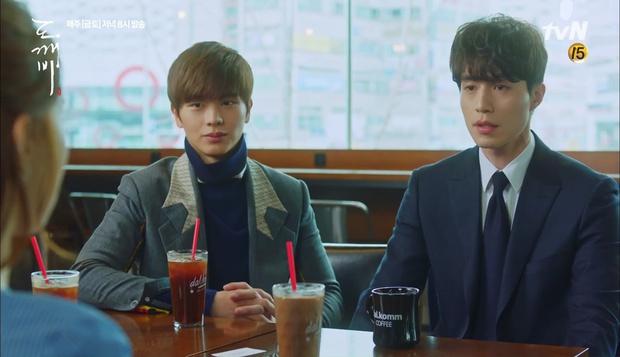 """""""Goblin"""": Không rút được thanh kiếm, Kim Go Eun đành hôn Gong Yoo - Ảnh 23."""