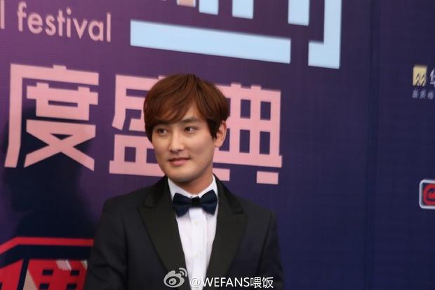 Dàn sao hot nhất Hoa - Hàn hội ngộ tại thảm xanh Chinese Top Music Awards - Ảnh 15.