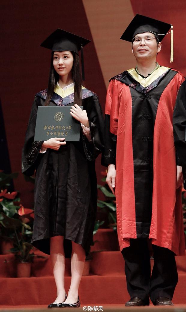 Loạt ảnh những nữ thần giảng đường Trung Quốc xinh như mơ trong ngày tốt nghiệp - Ảnh 2.