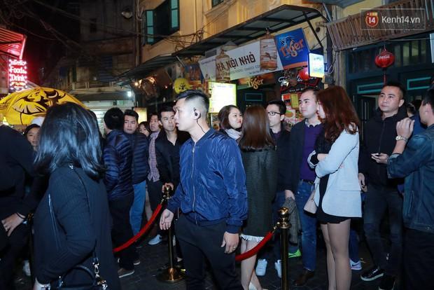 Khán giả Hà Nội hoài niệm trong đêm nhạc Deep House bay bổng cùng DJ Ahmet Kilic - Ảnh 2.