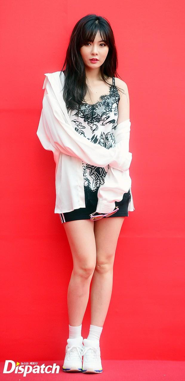 HyunA diện đồ trễ nải, người đẹp dao kéo Hong Soo Ah nổi bật tại Tuần lễ thời trang Seoul - Ảnh 2.