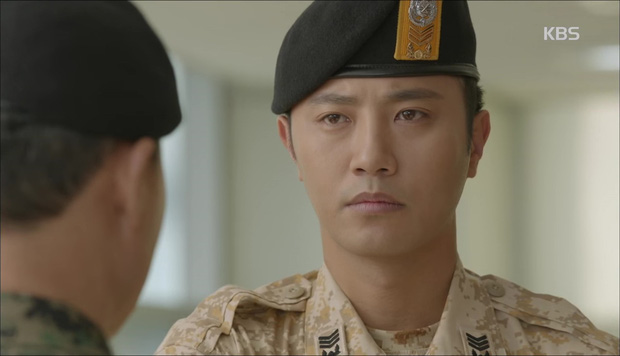 """""""Hậu Duệ Mặt Trời"""": Cặp đôi sóng gió Jin Goo - Kim Ji Won cuối cùng cũng được đoàn tụ! - Ảnh 2."""
