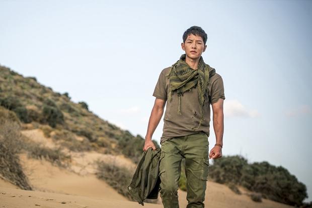 """Song Joong Ki khó có cửa thắng """"tình cũ"""" Yoo Ah In tại Giải Baeksang 52 - Ảnh 1."""