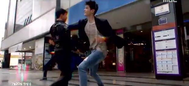 Lee Jong Suk siêu giàu, siêu ngầu - Han Hyo Joo hóa bác sĩ xinh tươi trong phim mới - Ảnh 2.
