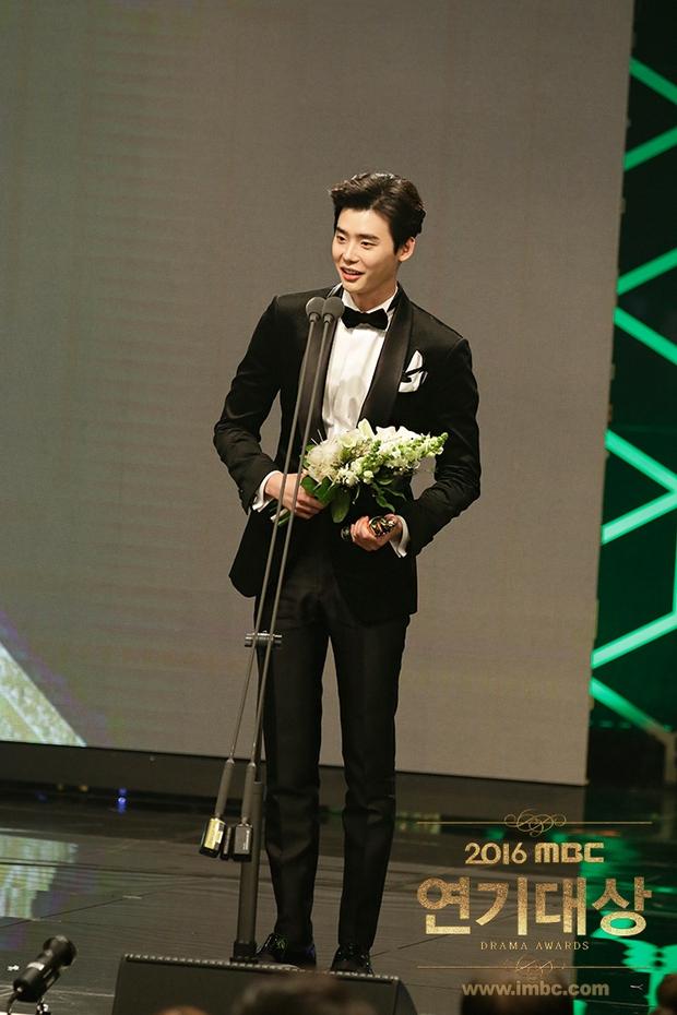 Chả phải Lee Jong Suk, đây mới là nhân vật gây bất ngờ nhất tại MBC Drama Awards! - Ảnh 3.