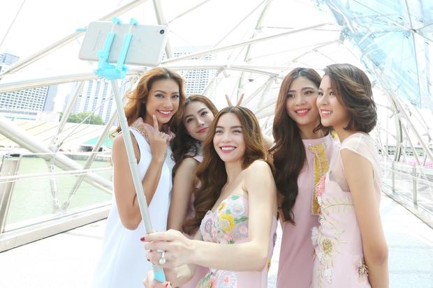 Hồ Ngọc Hà tái hiện phần thi The Face cho cả team tại Singapore - Ảnh 2.