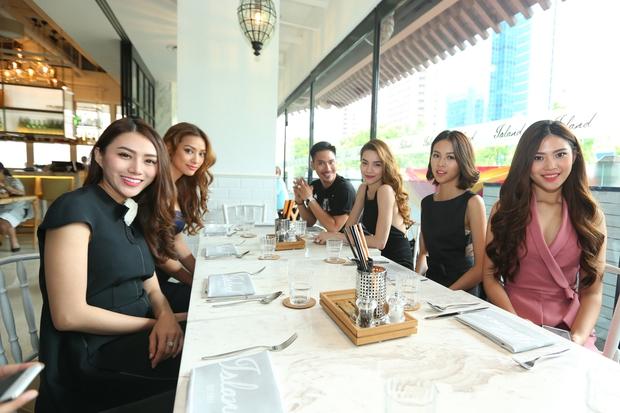 Hồ Ngọc Hà tái hiện phần thi The Face cho cả team tại Singapore - Ảnh 10.