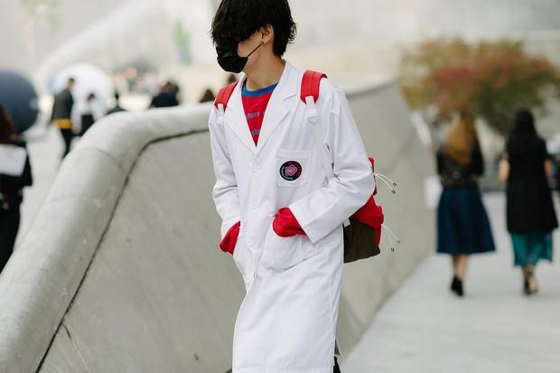 Châu Bùi & Cao Minh Thắng ton-sur-ton, Min diện quần một mất một còn tại Seoul Fashion Week ngày 3 - Ảnh 16.