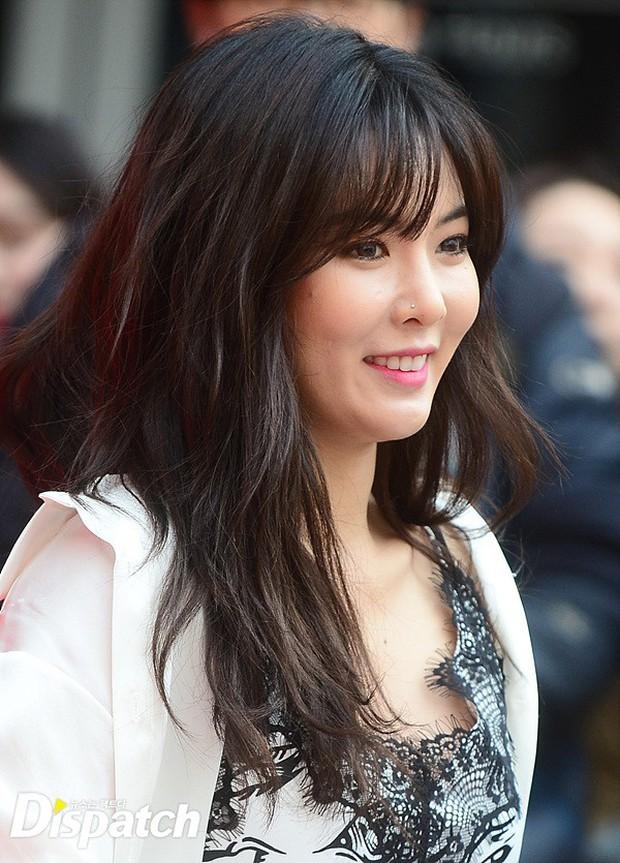 HyunA diện đồ trễ nải, người đẹp dao kéo Hong Soo Ah nổi bật tại Tuần lễ thời trang Seoul - Ảnh 1.