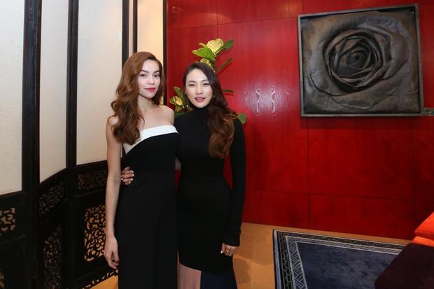 Hồ Ngọc Hà tái hiện phần thi The Face cho cả team tại Singapore - Ảnh 9.