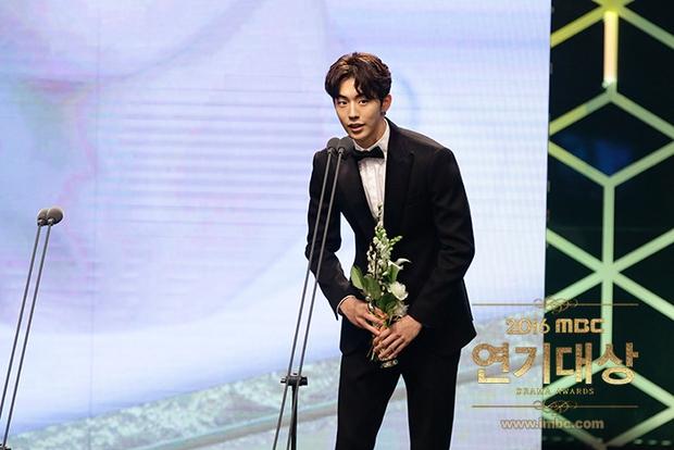 Chả phải Lee Jong Suk, đây mới là nhân vật gây bất ngờ nhất tại MBC Drama Awards! - Ảnh 6.