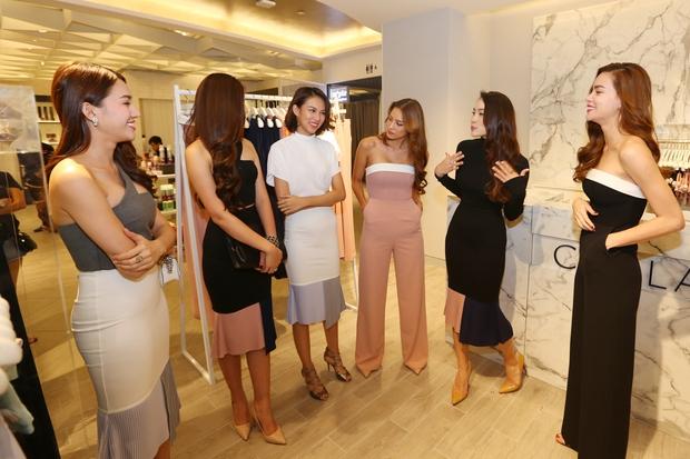 Hồ Ngọc Hà tái hiện phần thi The Face cho cả team tại Singapore - Ảnh 4.