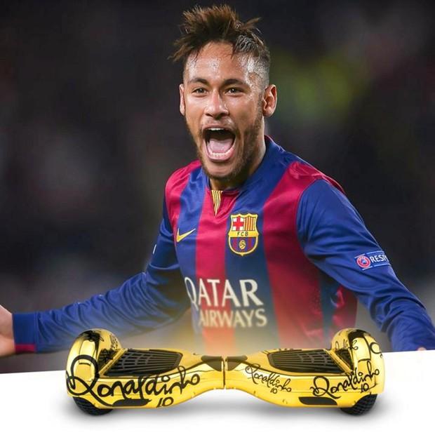 Ronaldo và Neymar nhận quà sinh nhật siêu độc từ Ronaldinho - Ảnh 2.