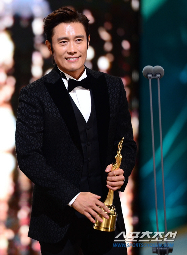 """Phim kinh dị """"The Wailing"""" đánh chiếm Rồng Xanh 2016, Lee Byung Hun lên ngôi Ảnh đế - Ảnh 6."""