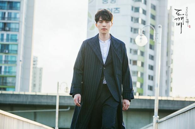 Cặp soái ca Gong Yoo - Lee Dong Wook của Goblin mặc đẹp như thế này hèn chi fan cứ dán mắt xem - Ảnh 7.