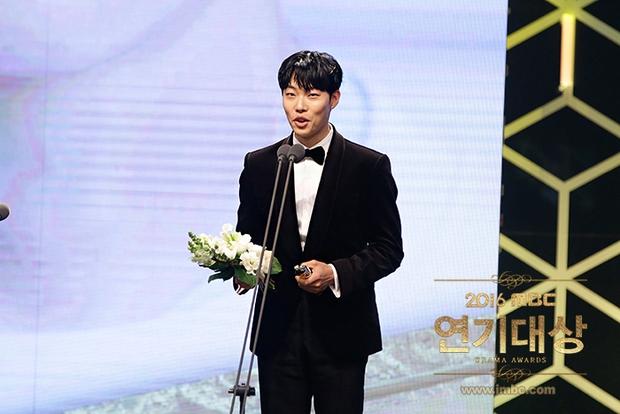 Chả phải Lee Jong Suk, đây mới là nhân vật gây bất ngờ nhất tại MBC Drama Awards! - Ảnh 7.
