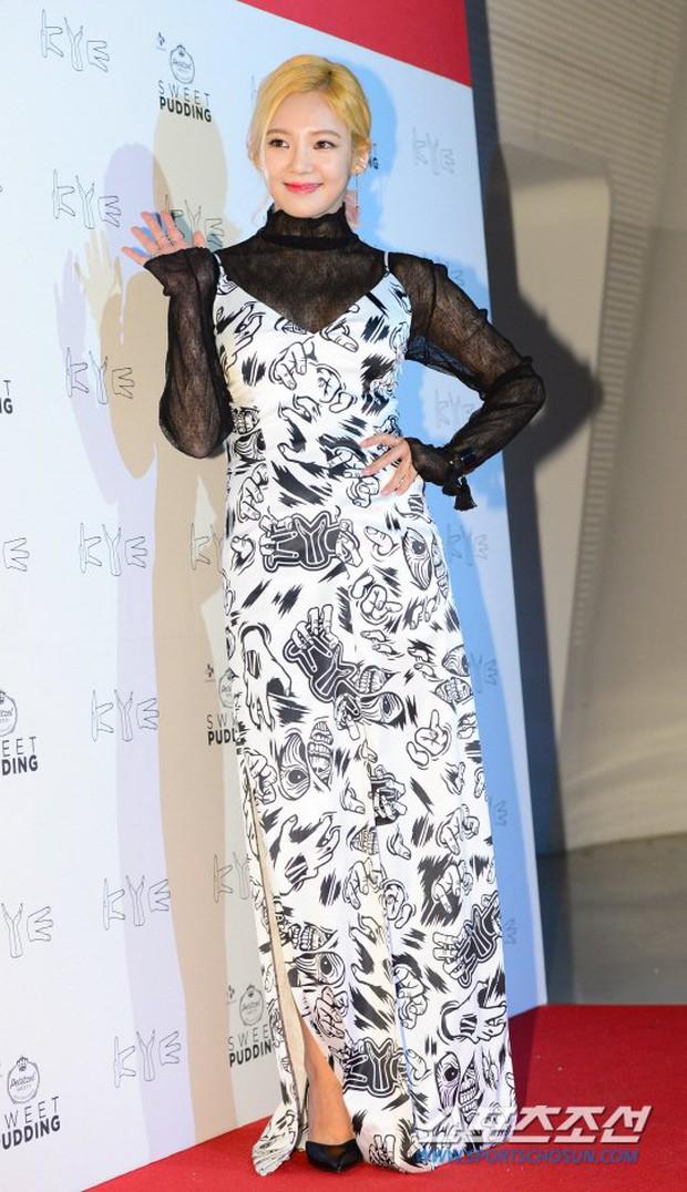 HyunA diện đồ trễ nải, người đẹp dao kéo Hong Soo Ah nổi bật tại Tuần lễ thời trang Seoul - Ảnh 7.