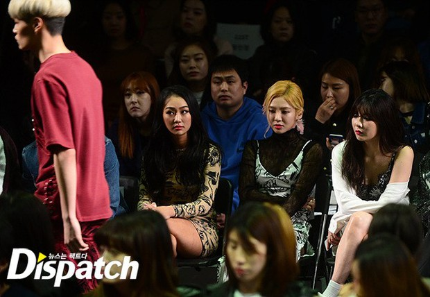HyunA diện đồ trễ nải, người đẹp dao kéo Hong Soo Ah nổi bật tại Tuần lễ thời trang Seoul - Ảnh 6.