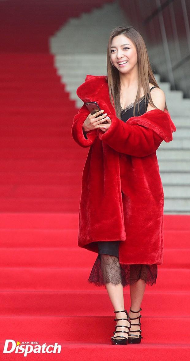 HyunA diện đồ trễ nải, người đẹp dao kéo Hong Soo Ah nổi bật tại Tuần lễ thời trang Seoul - Ảnh 9.