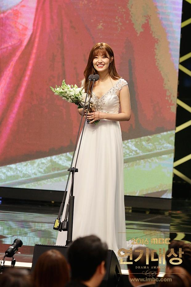 Chả phải Lee Jong Suk, đây mới là nhân vật gây bất ngờ nhất tại MBC Drama Awards! - Ảnh 8.