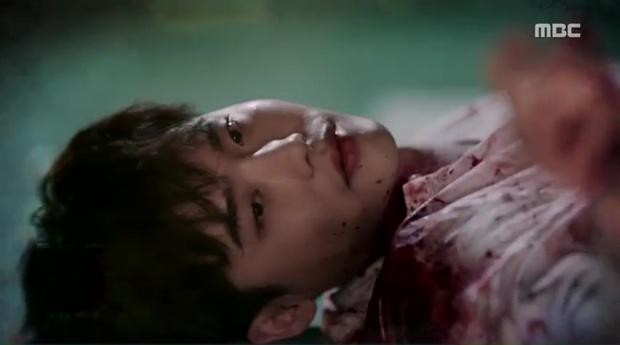 Lee Jong Suk siêu giàu, siêu ngầu - Han Hyo Joo hóa bác sĩ xinh tươi trong phim mới - Ảnh 8.