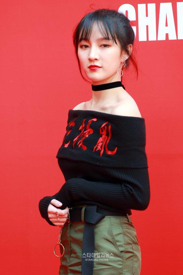 HyunA diện đồ trễ nải, người đẹp dao kéo Hong Soo Ah nổi bật tại Tuần lễ thời trang Seoul - Ảnh 12.